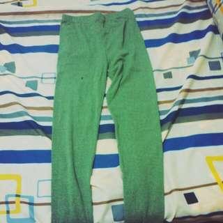 綠色內搭褲