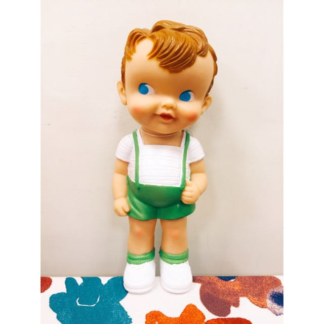 古董復刻橡膠果綠吊帶褲小男孩