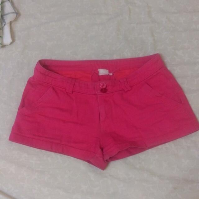 桃紅色短褲