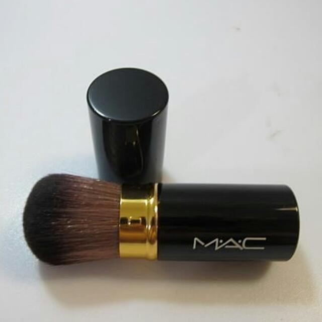 全新M.A.C黑色亮面伸縮腮紅/蜜粉刷