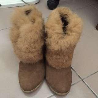 A8. 仿兔毛泰迪熊色高跟毛毛鞋
