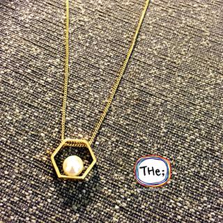 [英國空運] 金色簍空六角型+珍珠(長鍊)
