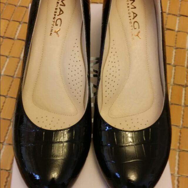 全新轉賣 MAGY 亮皮壓紋優雅 中跟鞋 購自夢時代專櫃