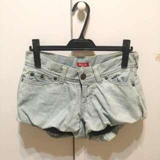 日本帶回W.A.Z.P 復古刷白花苞牛仔短褲