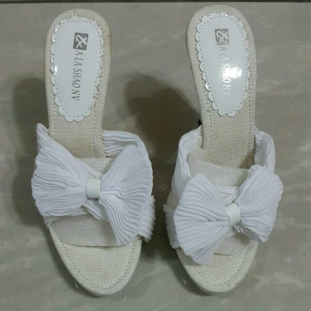 白色蝴蝶結愛心涼鞋35=22.5