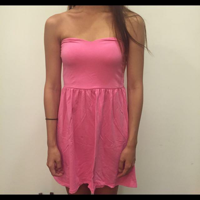 粉色內搭小洋裝