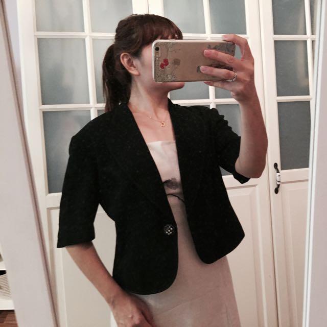 黑短板外套