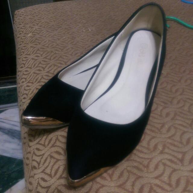 金屬尖頭平底鞋 37