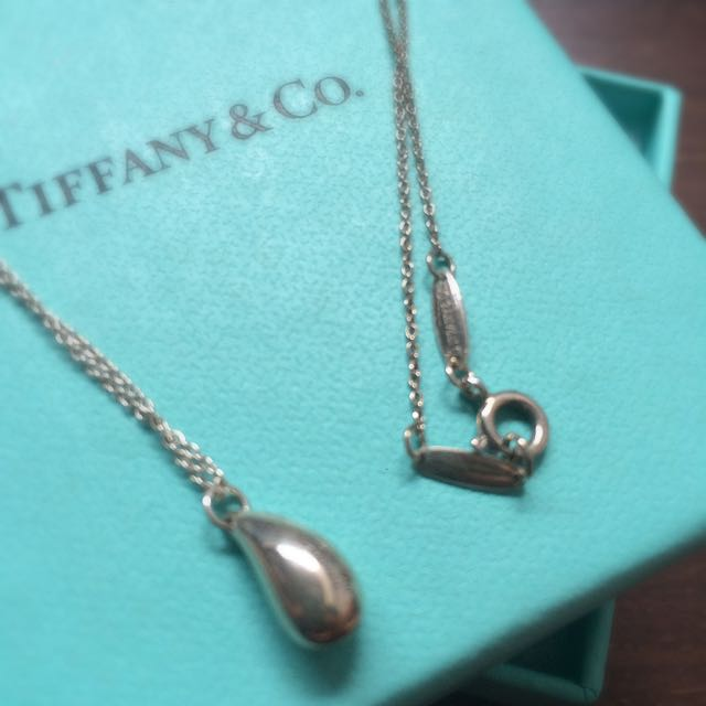 dae494e4a Authentic Tiffany Elsa Peretti Teardrop Pendant Necklace Sterling Silver,  Luxury on Carousell