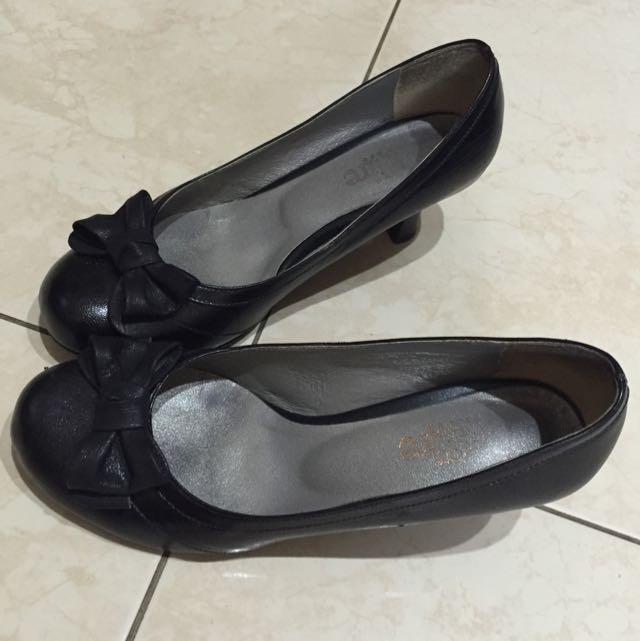 Desire黑色低跟皮鞋