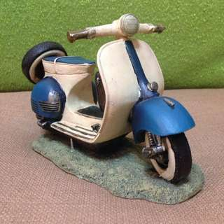 Vespa Table Display
