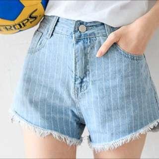 👖細條紋抽鬚高腰牛仔短褲