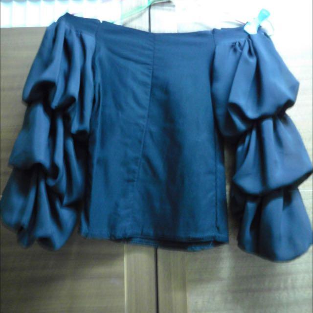 (全新)黑色蓬蓬袖一字領上衣
