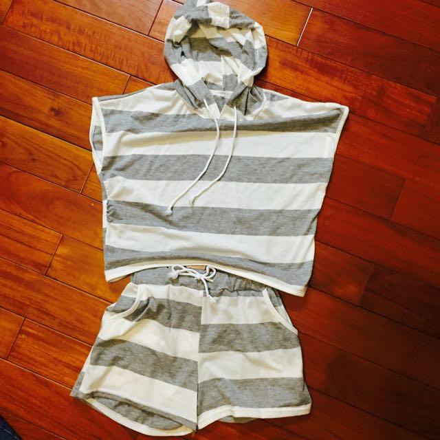 灰白條紋上衣+褲子