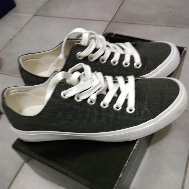 gu帆布鞋
