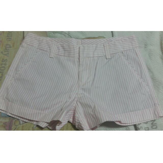 uniqlo粉紅直條紋短褲