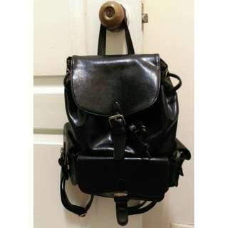 (待面交) PU材質 黑色後背包
