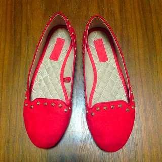 ZARA 橘紅色卯釘平底便鞋