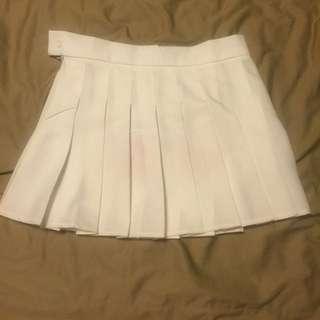 白色百褶裙