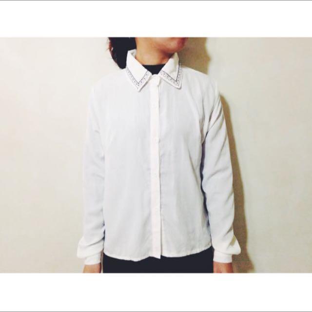 領口刺繡白襯衫