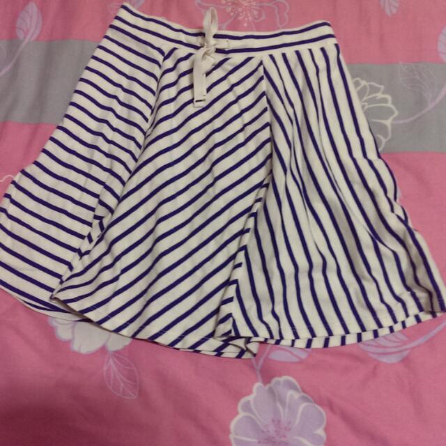 Uniqlo 條紋寬擺短裙