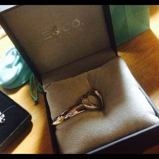 🚚 E &Co. 愛心鏤空單鑽鋼飾手環 二手