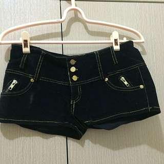 黑色絨毛短褲(全新含運)