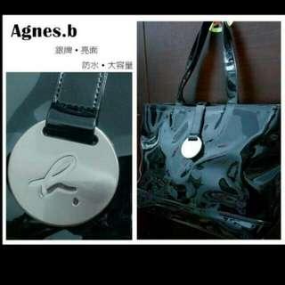 Agnes.b★經典銀牌Logo亮面防水包