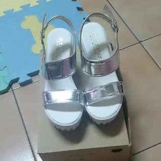 銀色白厚底涼鞋 22.5號