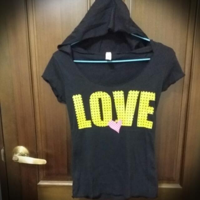 (9.8成新)T衣一件50元