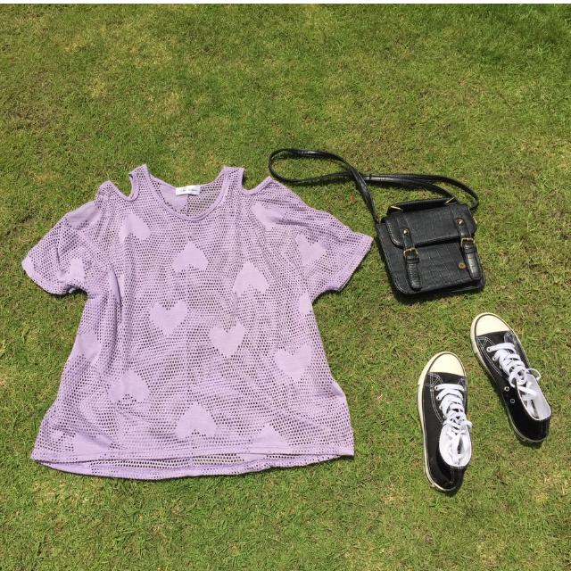 紫色挖肩洞洞上衣
