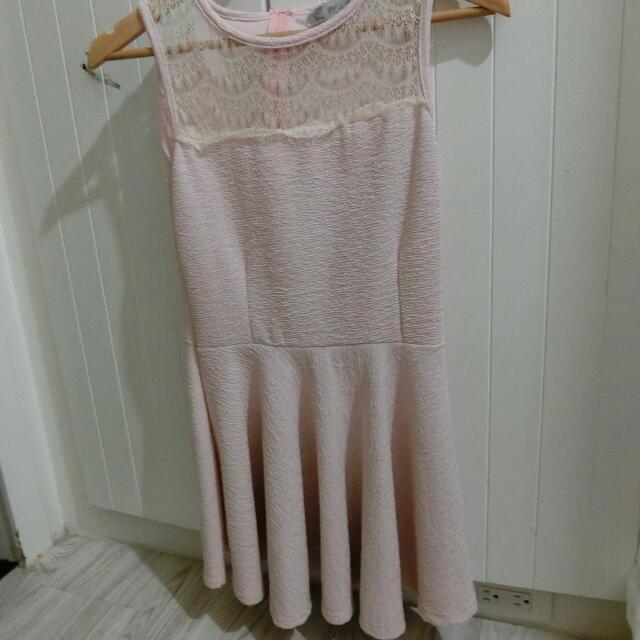 蕾絲粉紅洋裝