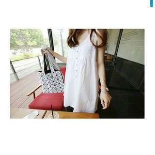排釦寬鬆背心裙洋裝(白)
