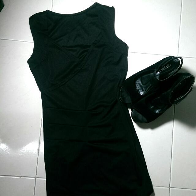 黑色低胸緊身戰袍