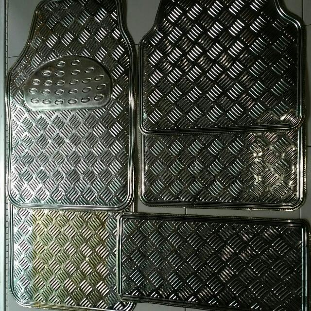 Car Mats 5 Pcs... Selling At 20$... Good Condition...  Collection At Jurong West From 11am To 5pm   #FastDeal