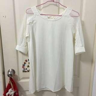 全新 僅試穿 米白色長版衣 五分鏤空蕾絲袖 後綁蝴蝶結 微性感