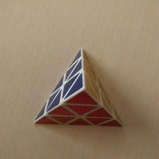 三角形魔術方塊