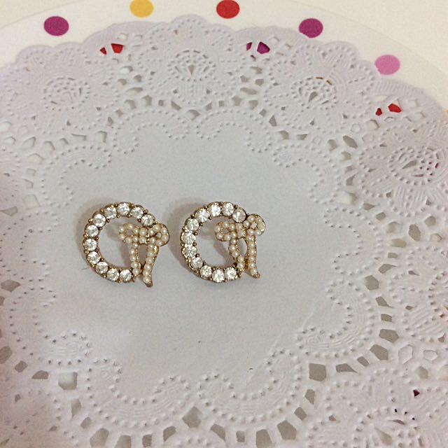 珍珠啾啾圈形耳環