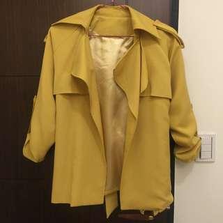 芥末黃風衣外套