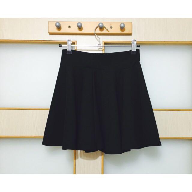 百搭黑短裙