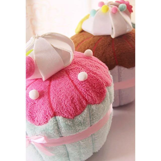 立體馬卡龍色蛋糕抱枕