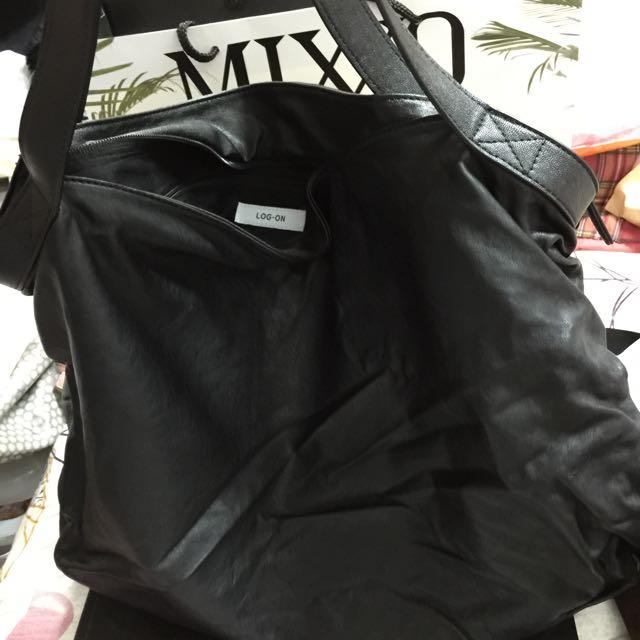 免運💃香港正品 LOG-ON 黑色休閒肩背包💃