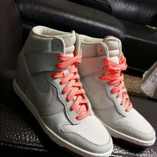 Nike 內增高 運動鞋 降價啦~