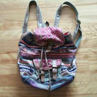 繡花水桶後背包