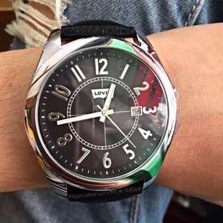 Levis 大錶面經典手錶