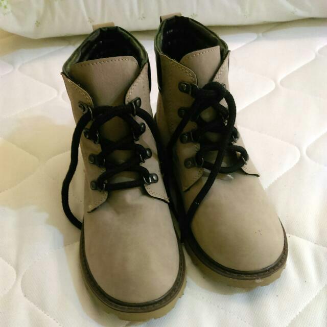 全新靴子23.5