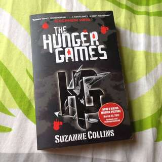 [FREE SHIPPING] The Hunger Games By Suzanna Collins.