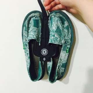 Sanuk特殊色鞋款