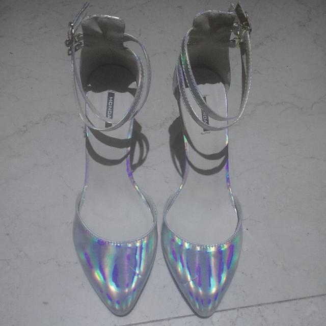 韓國 雷射光銀色金屬風交叉繫帶 高跟 玻璃鞋 2 way