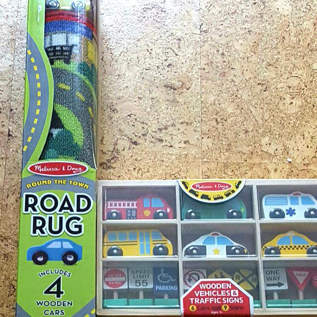 Brand New Melissa Doug Round The Town Rug Wooden Cars Signs
